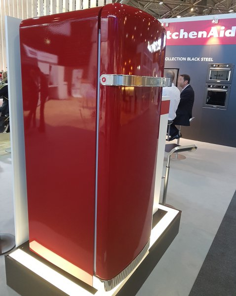kitchenaid-frigo-retro-rouge.jpg
